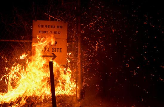 الحرائق بكاليفورنيا