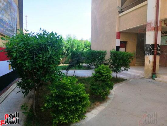 حدائق-خضراء-وفصول-مزينة-بالألوان-بفضل-مجلس-الامناء-بالفيوم-(1)