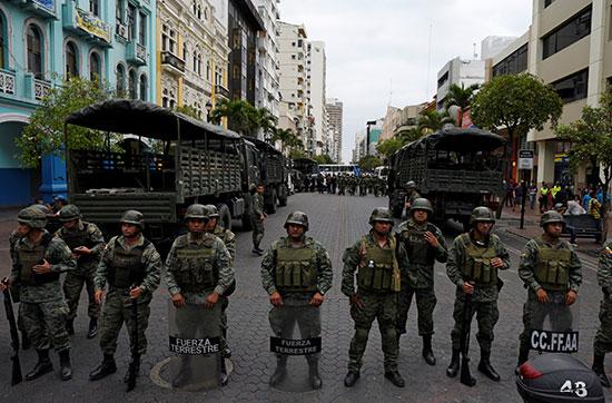 قوات الأمن يكثفون تواجدهم بالشوارع