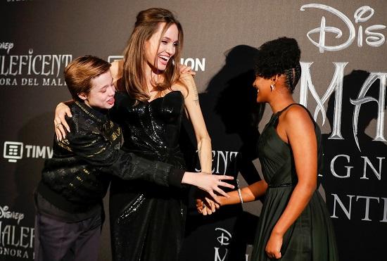 انجلينا جولى وابنتيها فى العرض الأول لفيلمها فى روما