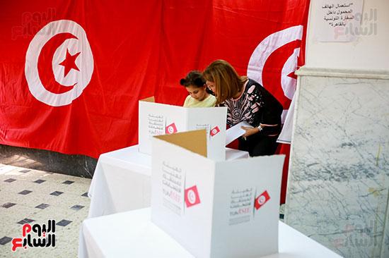 الاختيار بين مرشحى الرئاسة داخل لجنة السفارة التونسية بالقاهرة