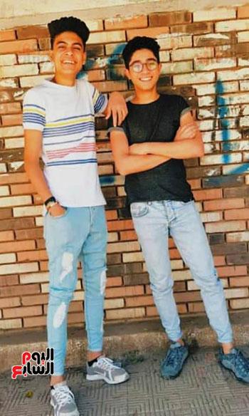 صورة-أخرى-تجمع-محمود-وصديقه