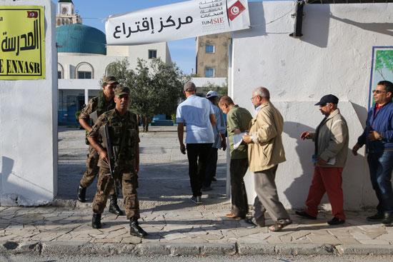 التصويت-بالجولة-الثانية-من-الانتخابات-التونسية