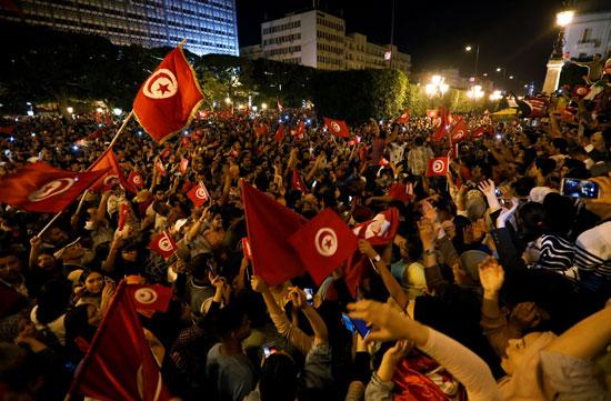 احتفال التونسيون فى الشوارع