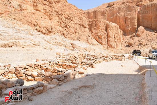 وادي القرود غربي الأقصر ينتظر ظهور مقبرة ملكية قريباً علي يد زاهي حواس