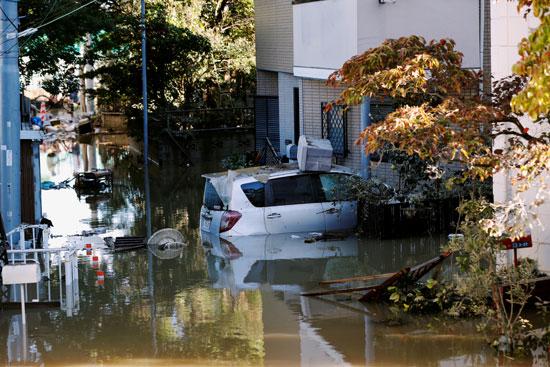 أثار الإعصار فى طوكيو