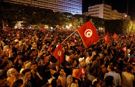 التونسيون يحتفلون فى الشوارع