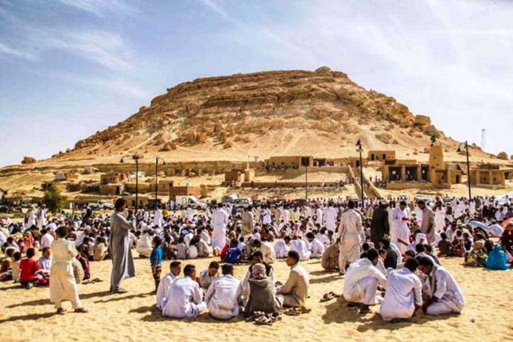 السيويون يحتفلون بعيدهم التراثيالسياحة في حب الله (2)