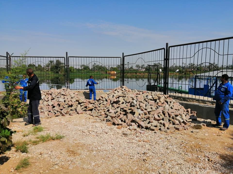 لجنة من الهيئة القومية وشركة مياة الشرب تتسلم أرض لإقامة محطة مياة الطود الجديدة (2)
