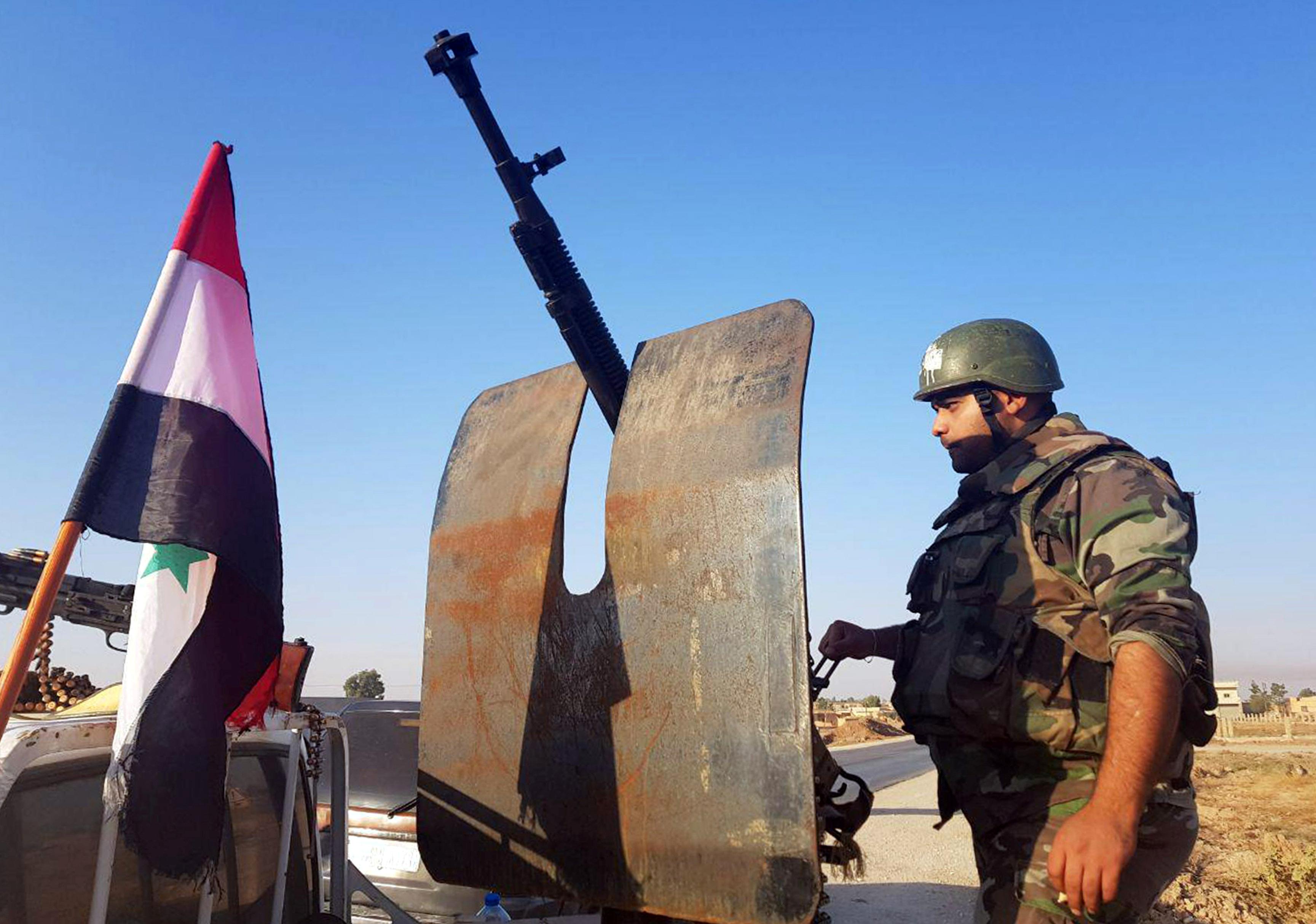 الجيش السورى على الحدود مع تركيا