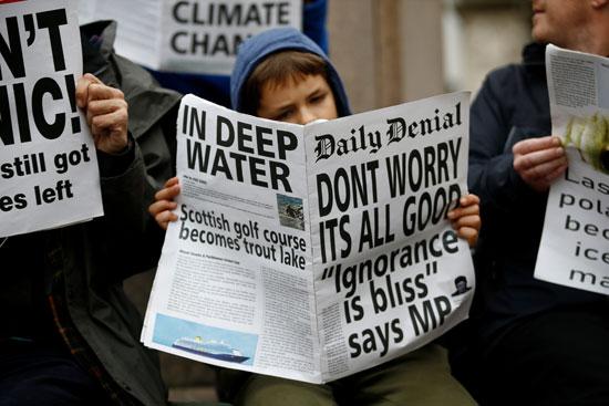 جانب-من-النشطاء-المتظاهرين-فى-لندن