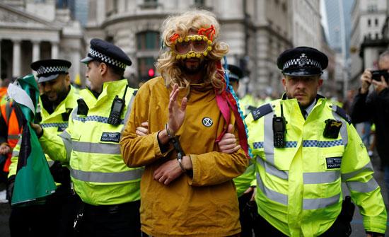 قوات-الأمن-البريطانية-تعتقل-أحد-النشطاء