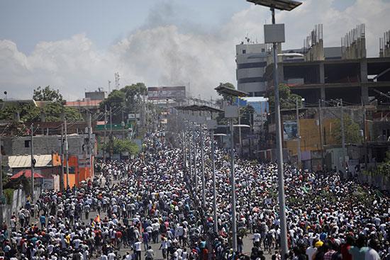 آلاف المتظاهرين يطالبون برحيل مويس