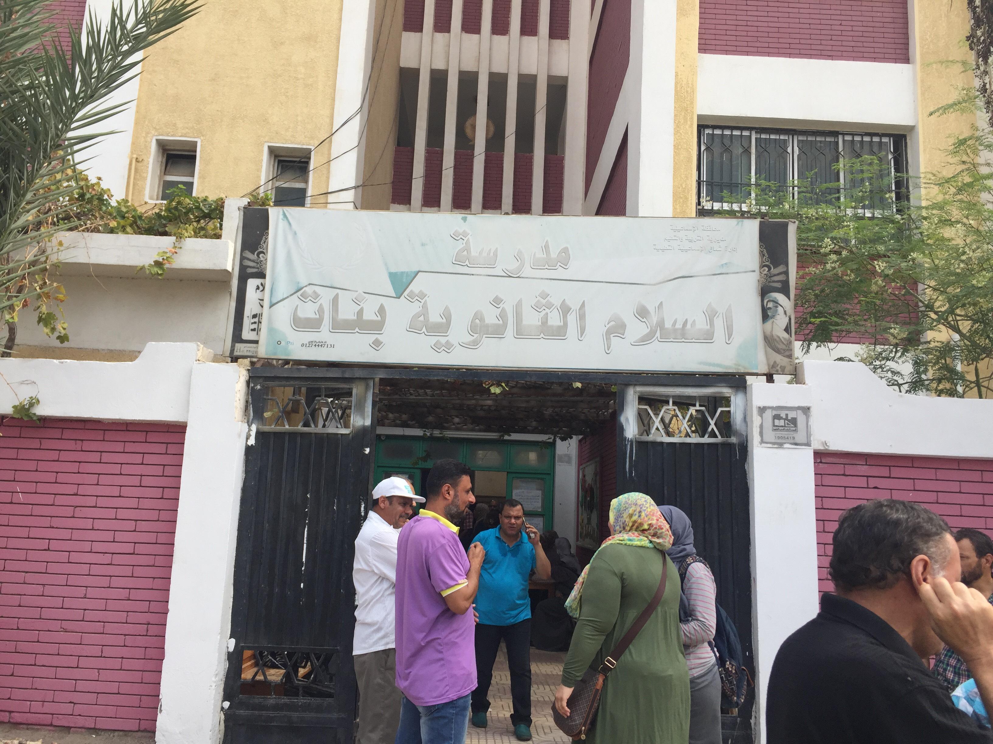 اختناق 36 طالبة بمدرسة السلام بالإسماعيلية (7)