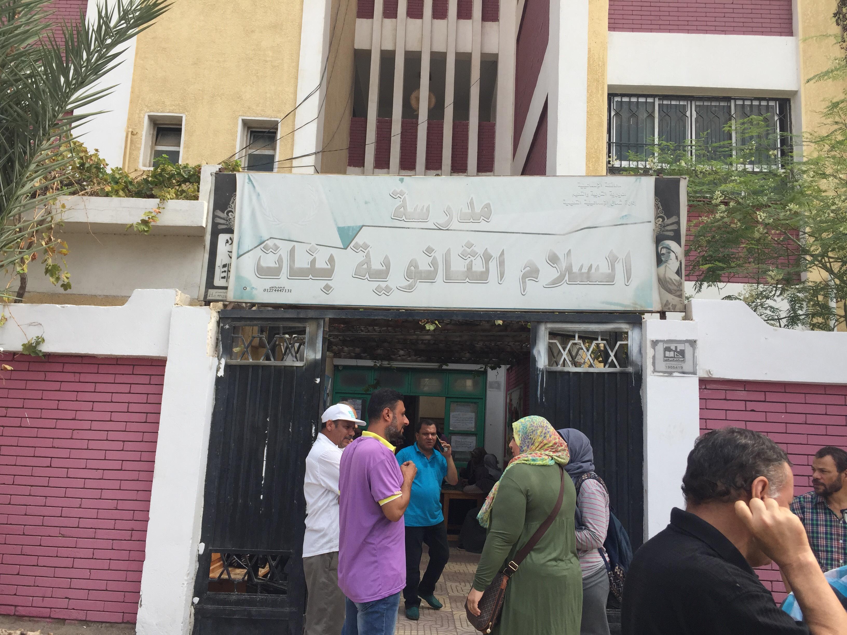 اختناق 36 طالبة بمدرسة السلام بالإسماعيلية (6)