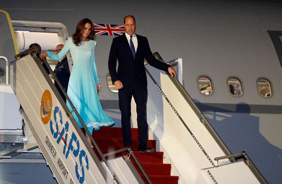 الأمير وليام وزوجته كيت يصلان باكستان