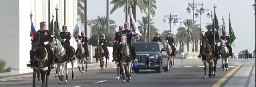 الرئيس الروسى بسيارته بقصر اليمامة