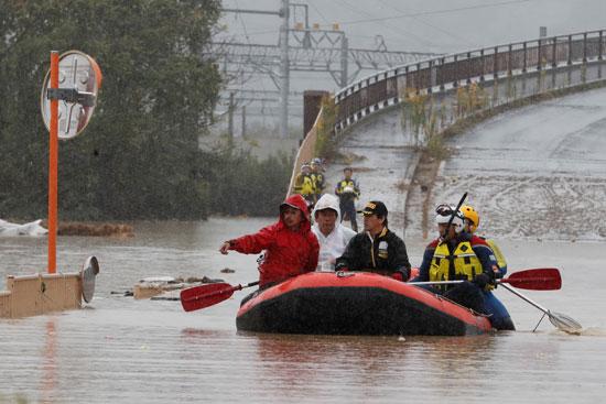 رجال الإنقاذ فى اليابان