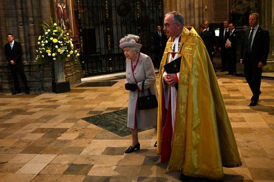 ملكة-بريطانيا-فى-طريقها-إلى-مقعدها-بالكاتدرائية-التاريخية