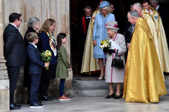 ملكة-بريطانيا-تلقى-ترحيبا-من-الحضور