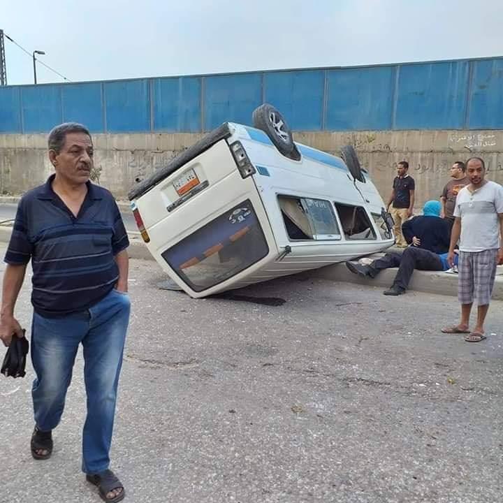 انقلاب سيارة مكروباص فى حلوان (2)