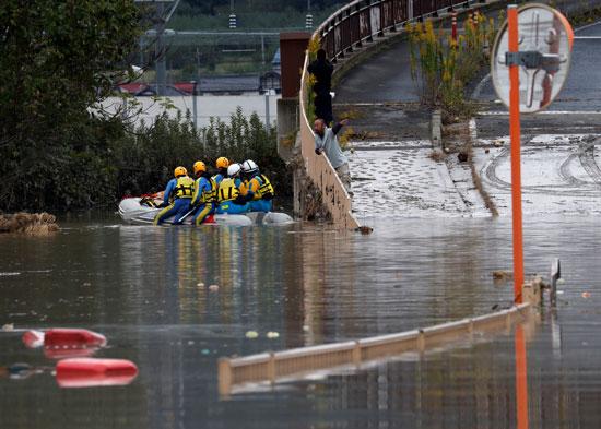 المياه تغمر شوارع  اليابان