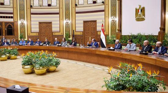 اجتماع السيسى مع وفدا من المستثمرين المصريين بالخارج (4)