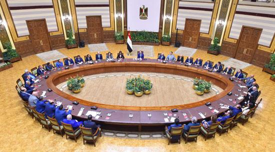 اجتماع السيسى مع وفدا من المستثمرين المصريين بالخارج (2)