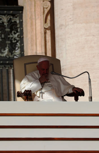 البابا-أثناء-إلقاء-كلمته