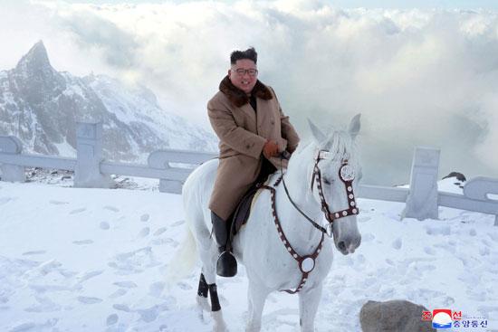 كيم جونج أون فى  جبل بايكتو