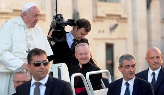 البابا-فى-لحظة-دخوله-لبدء-اجتماعه-الأسبوعى