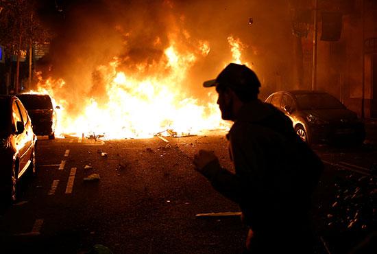 متظاهرون فى خط النار