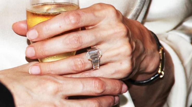 خاتم الزواج من إنجلينا
