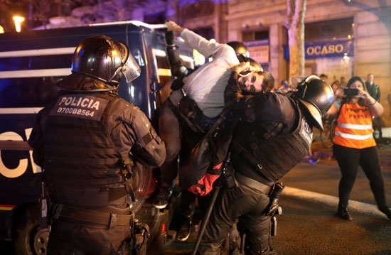 اعتقالات للمحتجين