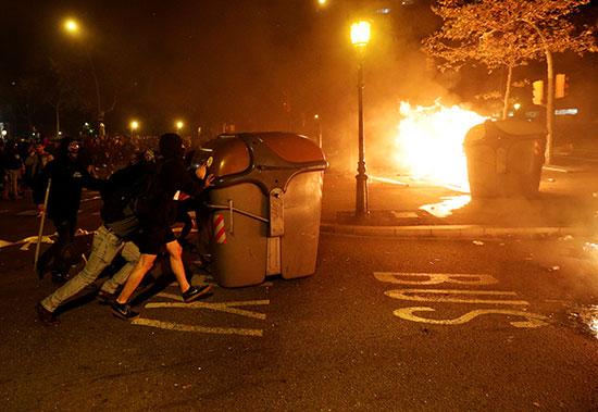إشعال النار خلال المظاهرات