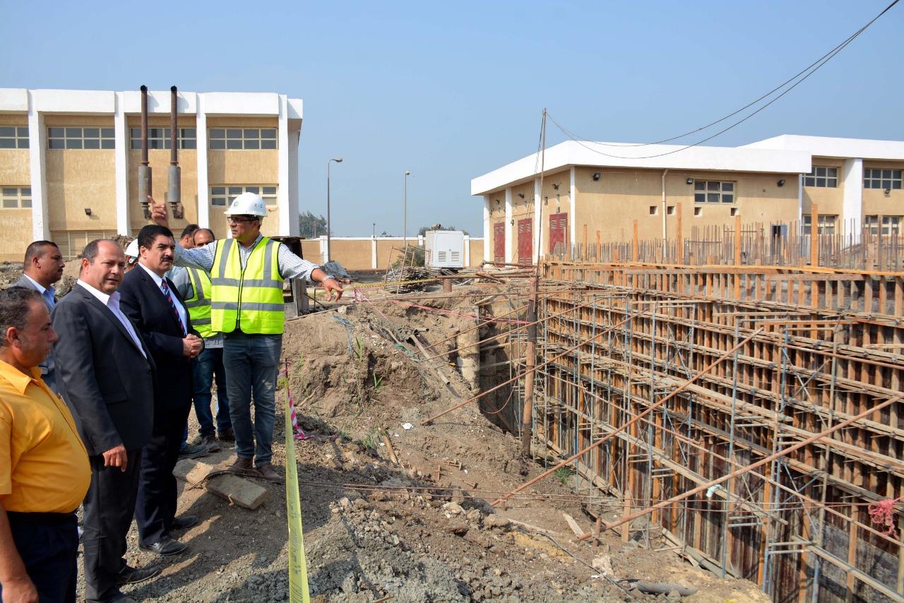حافظ القليوبي  يتفقد توسعات محطة مياه كوم أشفيثن