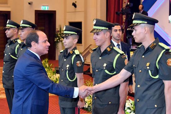السيسى يشهد حفل تخرج الدفعة الأول لكلية الطب بالقوات المسلحة (6)