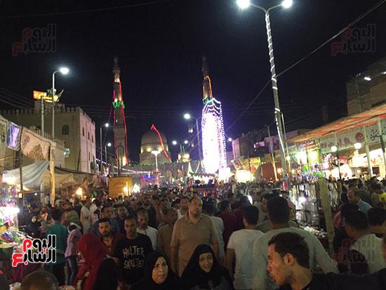 التوافد-على-شوارع-طنطا-للاحتفال-بمولد-السيد-البدوى-(1)