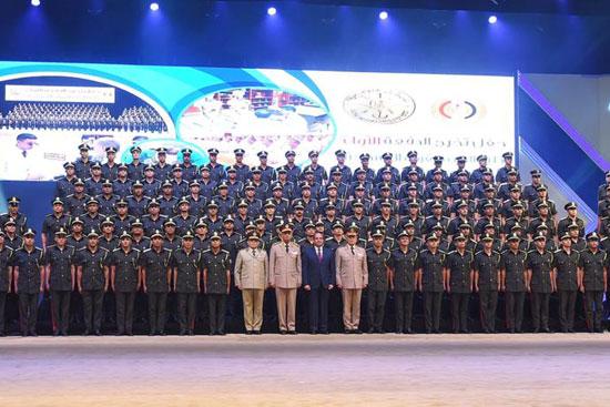 السيسى يشهد حفل تخرج الدفعة الأول لكلية الطب بالقوات المسلحة (2)