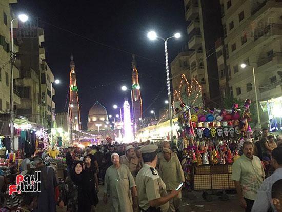 التوافد-على-شوارع-طنطا-للاحتفال-بمولد-السيد-البدوى-(5)
