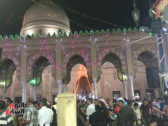 التوافد-على-شوارع-طنطا-للاحتفال-بمولد-السيد-البدوى-(4)