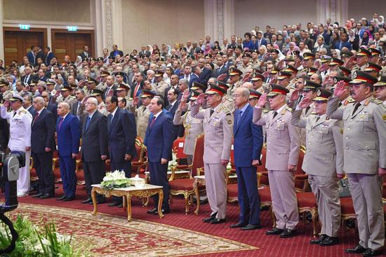 السيسى يشهد حفل تخرج الدفعة الأول لكلية الطب بالقوات المسلحة (7)
