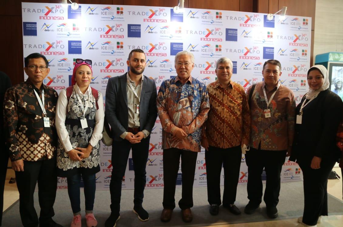 صورة تذكارية مع  وزير التجارة الإندونيسى إنجارتيستو لوكيتا