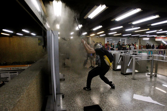 العنف داخل محطات المترو