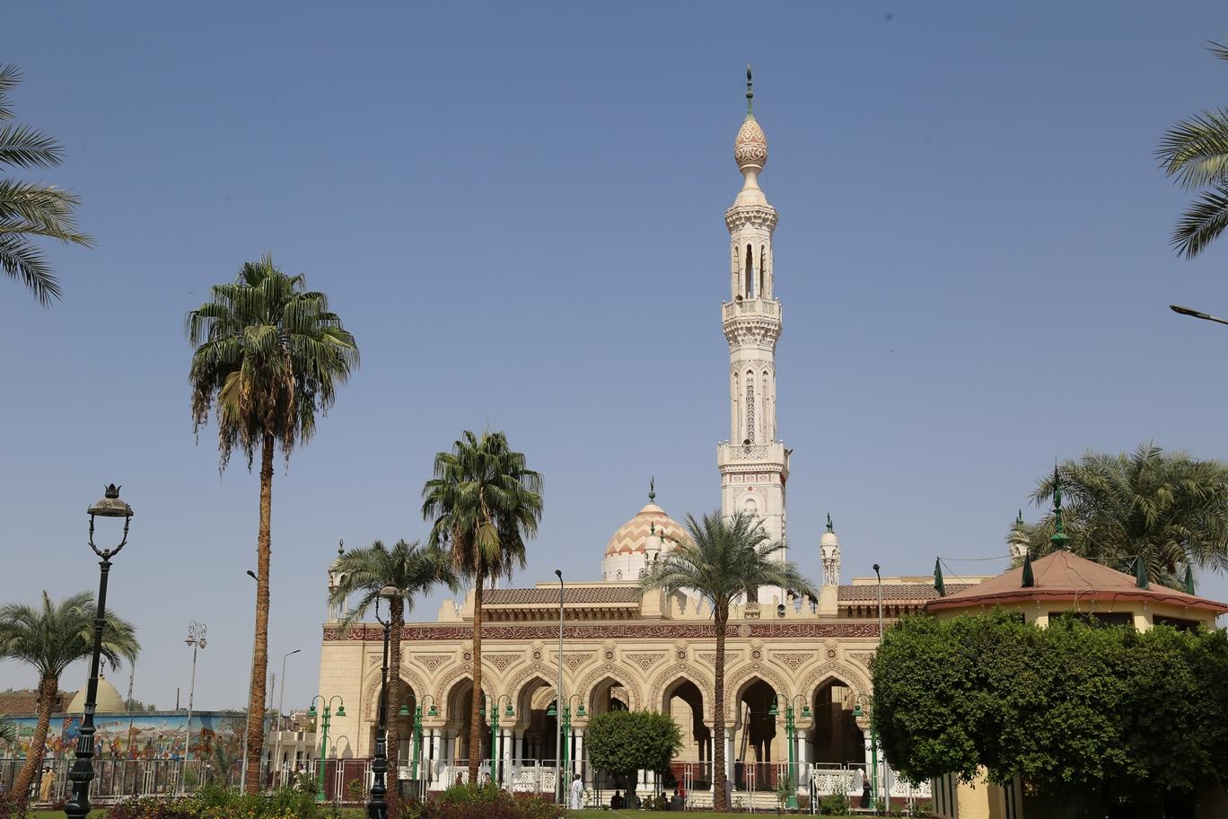2 محافظ قنا يتفقد تطوير مسجد القنائى
