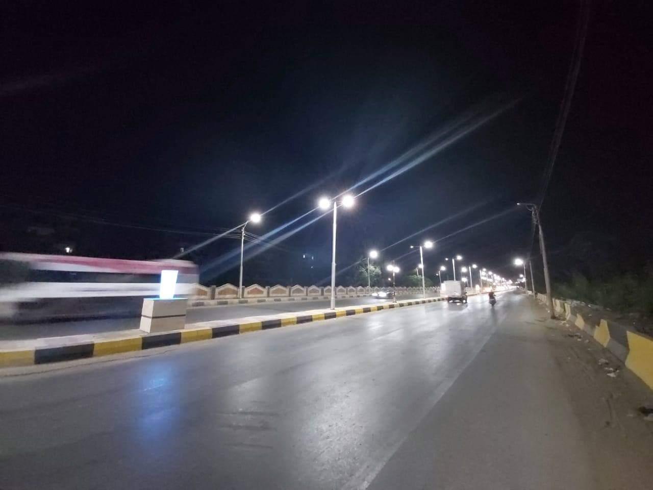 إنارة طريق السحارة بكشافات الليد ضمن مبادرة تطوير الشوارع (4)