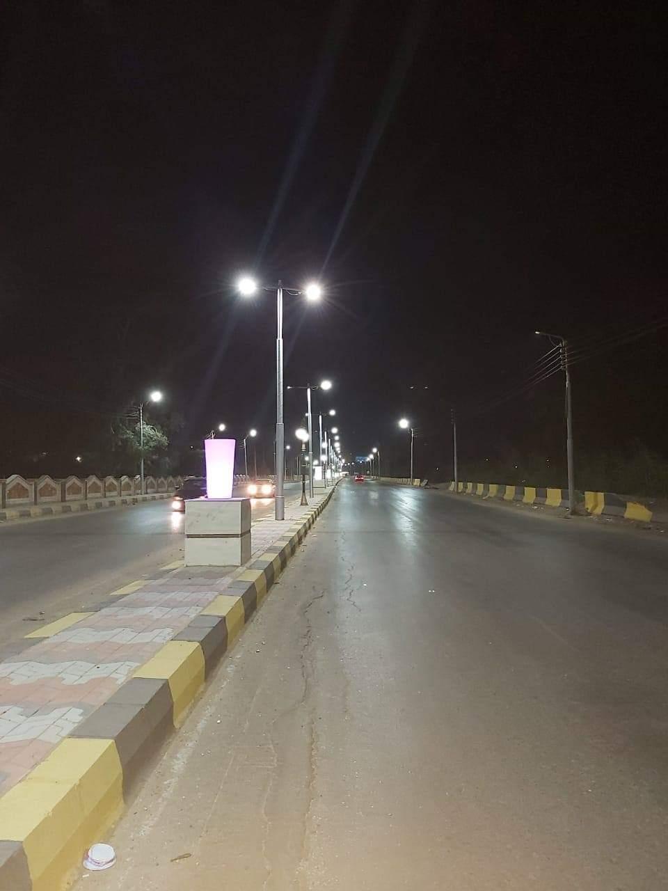 إنارة طريق السحارة بكشافات الليد ضمن مبادرة تطوير الشوارع (5)