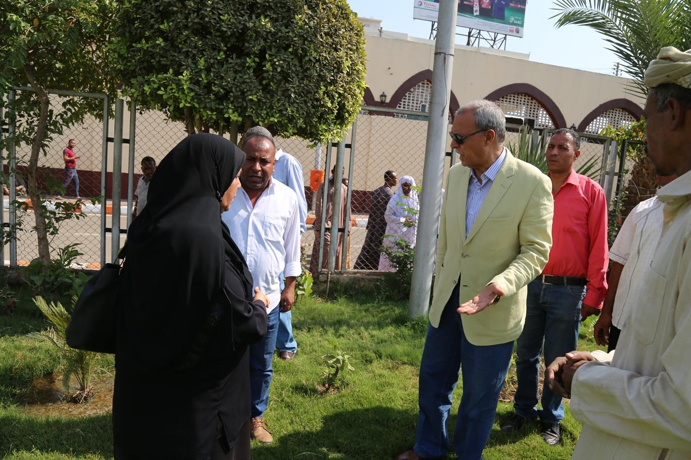 1 محافظ قنا يتفقد تطوير مسجد القنائى