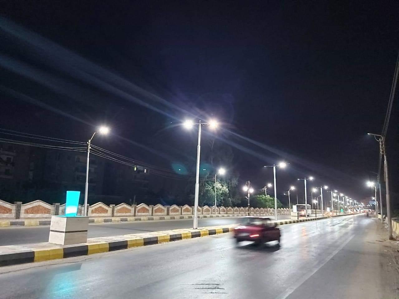 إنارة طريق السحارة بكشافات الليد ضمن مبادرة تطوير الشوارع (3)