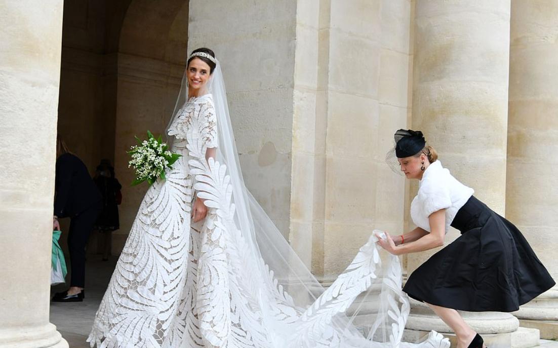 العروس وشقيقتها الكونتيسة جورجينا